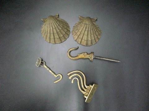 4007: Lot of 5 metal items: Large hook, brass hardware