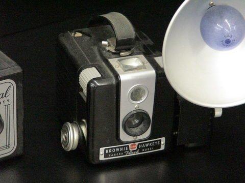1076: 3 Cameras: 2 Kodak Brownie Hawkeye & 1 Imperial  - 2