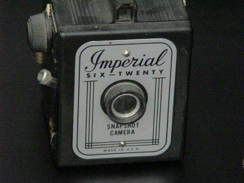 1076: 3 Cameras: 2 Kodak Brownie Hawkeye & 1 Imperial  - 3