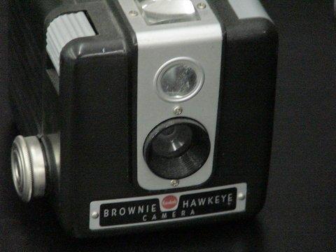 1076: 3 Cameras: 2 Kodak Brownie Hawkeye & 1 Imperial  - 4