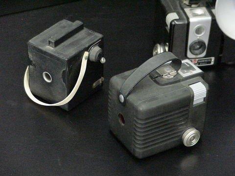 1076: 3 Cameras: 2 Kodak Brownie Hawkeye & 1 Imperial  - 5