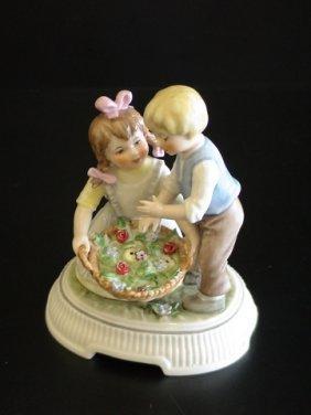 Goebel Lore 228 Garden Romance, Figurine # 8/293,