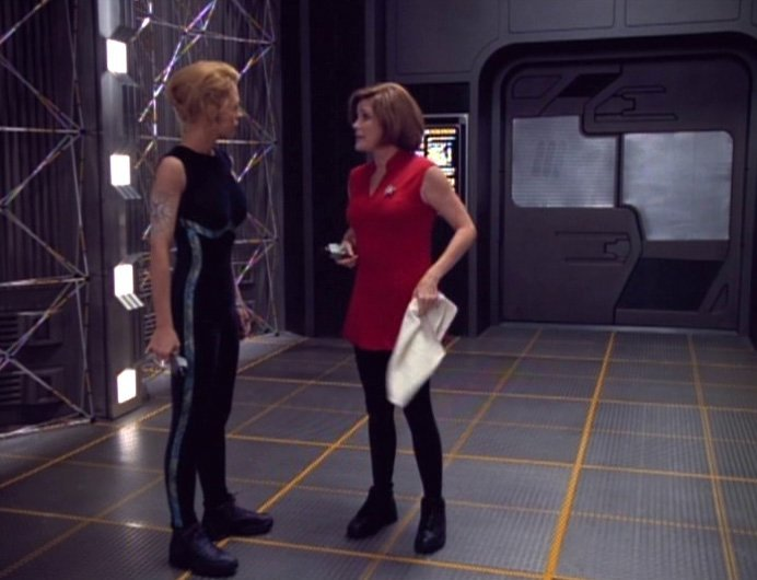 Star Trek: Voyager Captain Janeway Velocity Outfit - 2