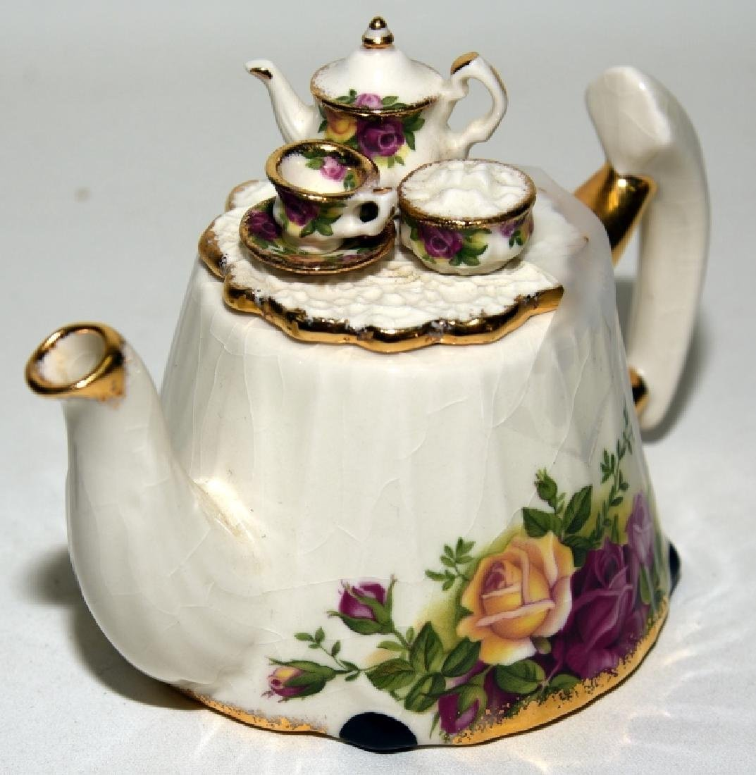 Royal Albert Old Country Roses Teapot & Spoons - 3
