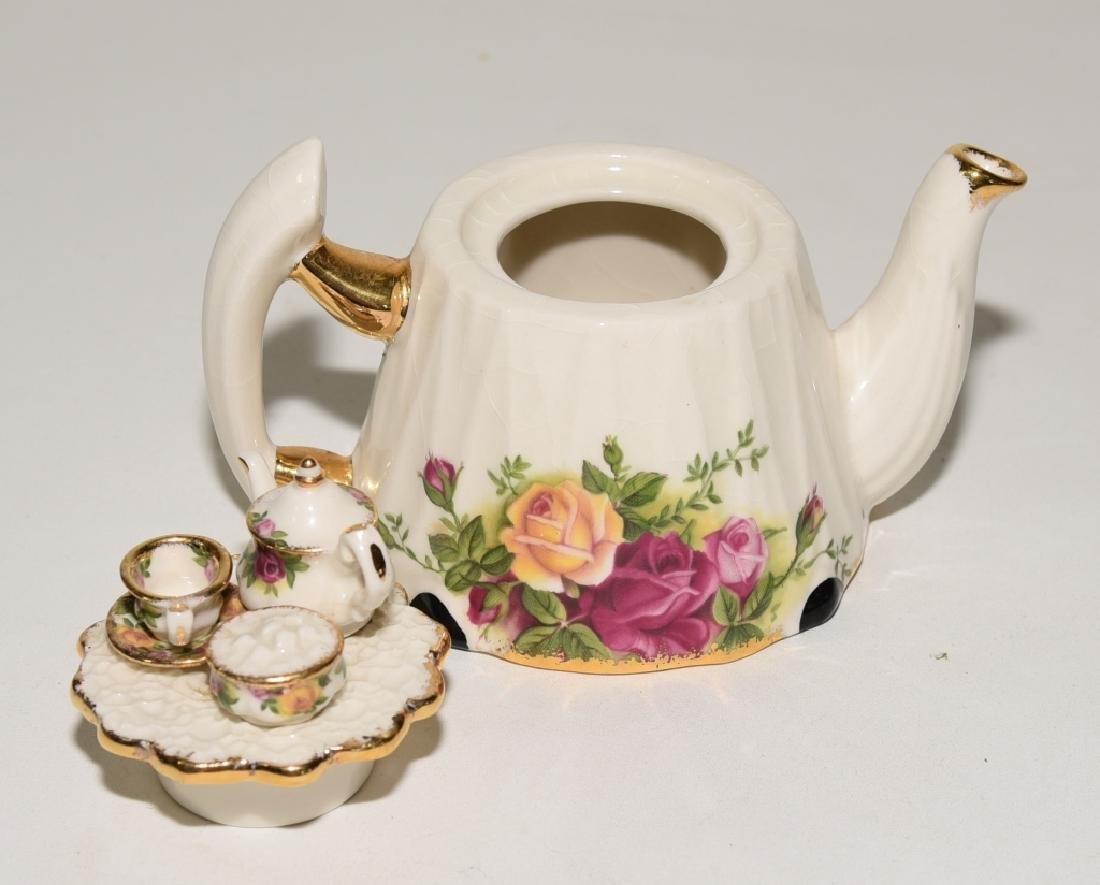 Royal Albert Old Country Roses Teapot & Spoons - 4