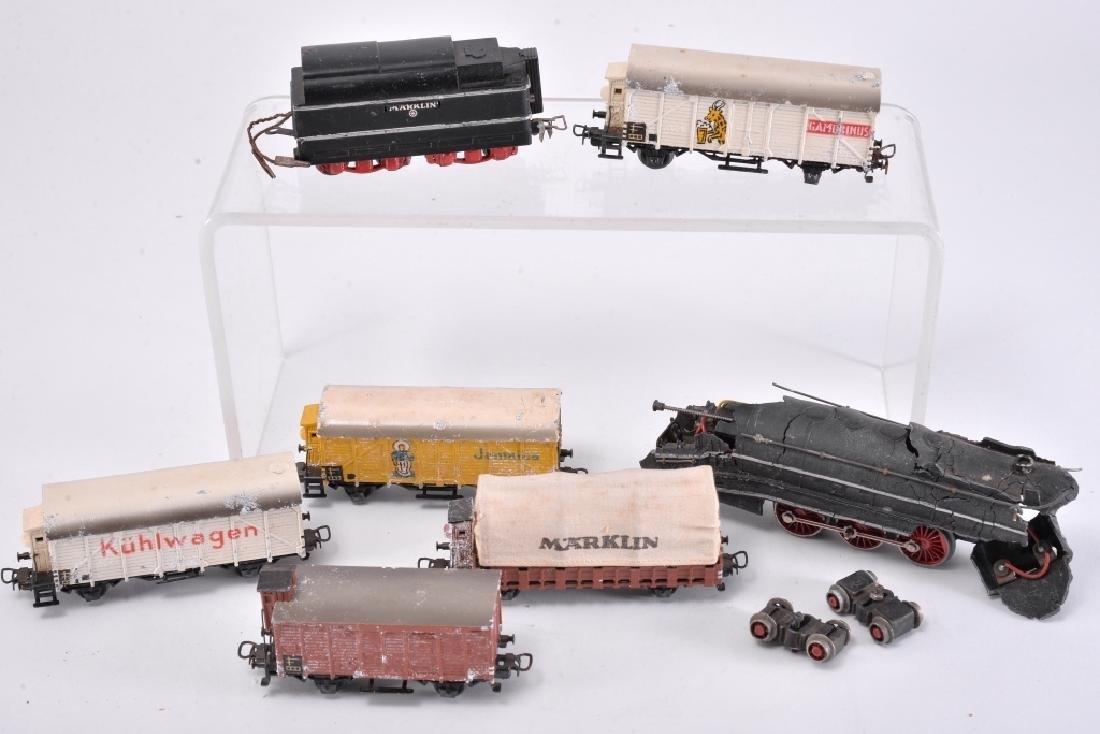 6 Marklin Railcars & Engine
