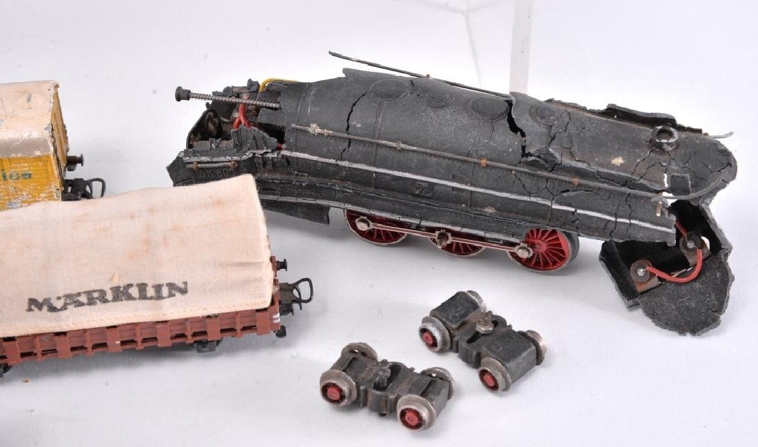 6 Marklin Railcars & Engine - 3