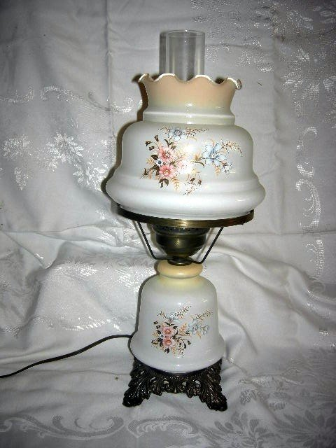 431: TABLE LAMP W/PAINTED MILK GLASS SHADES