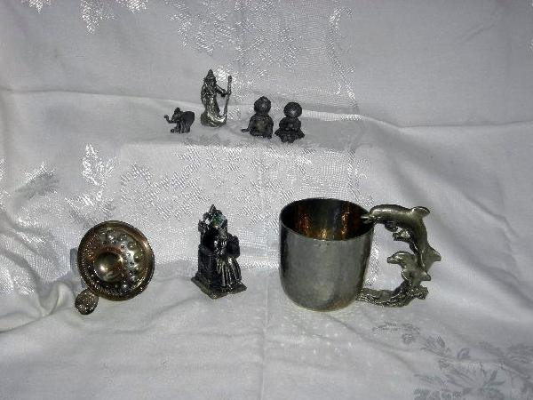 437: METAL LOT INCLUDING PEWTER