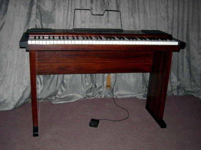 259: ROLAND ELECTRIC PIANO