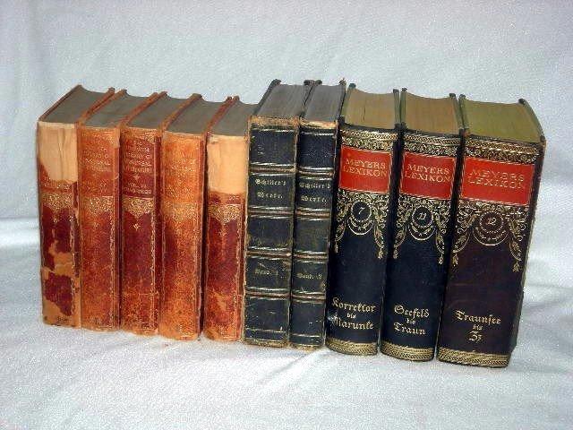 271: VINTAGE BOOKS