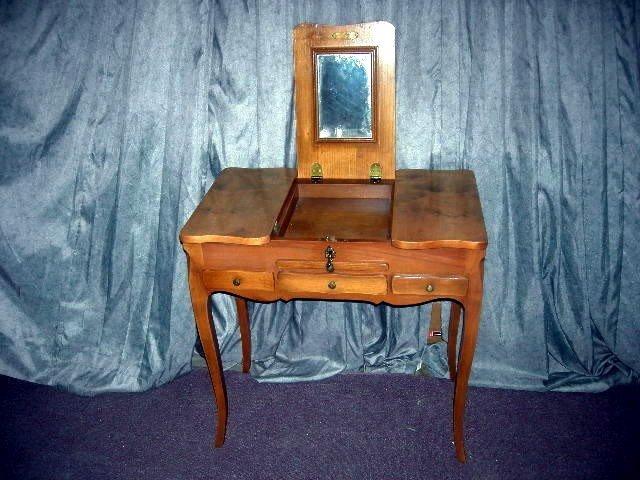 272: DELICATE VANITY TABLE