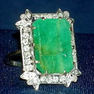 307: WHITE GOLD EMERALD RING