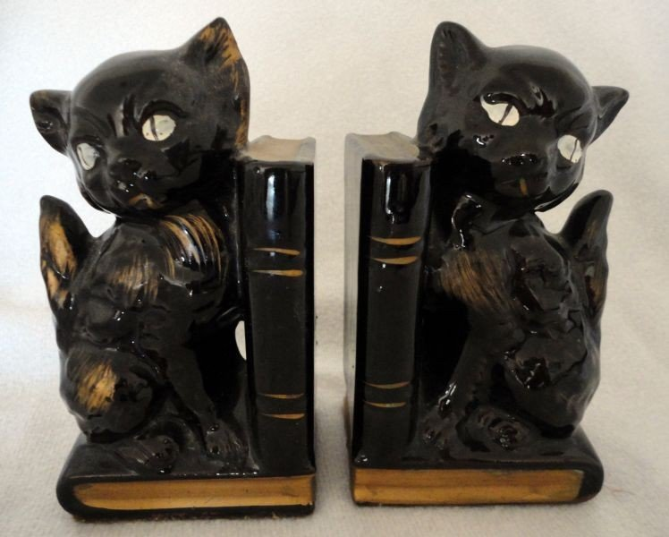 17: JAPANESE CAT BOOKENDS