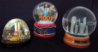 159 TRIO OF WATERSNOW GLOBES OF TWIN TOWERS