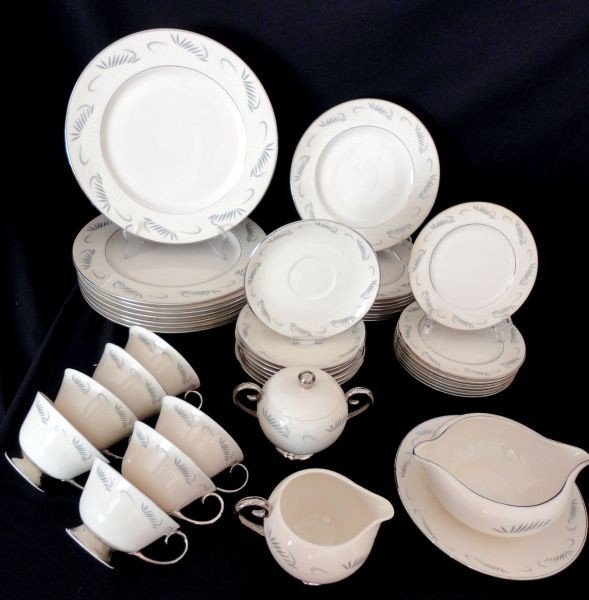 10: FLINTRIDGE DINNERWARE
