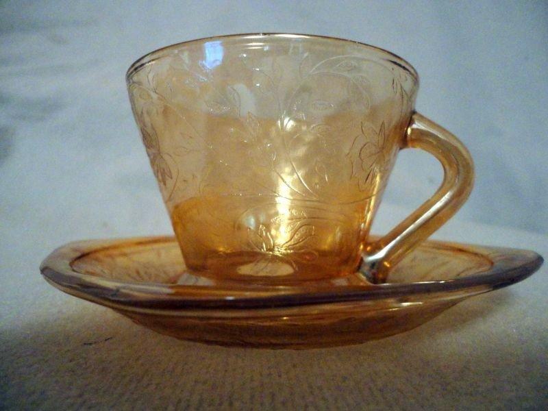 355: FLORA GOLD DEPRESSION GLASS LOT - 8