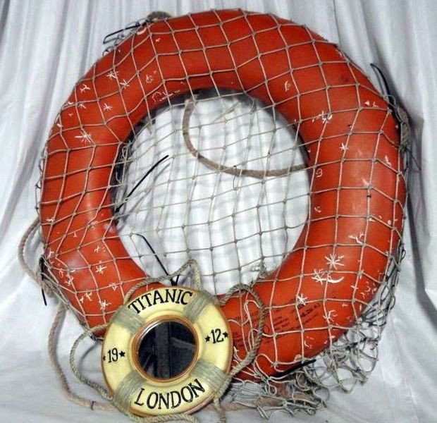 18: COAST GUARD JIM-BUOY W/TITANIC BUOY DECOR