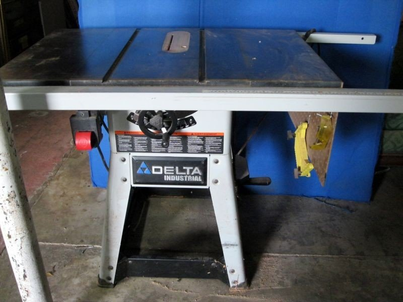 40: DELTA INDUSTRIAL TABLE SAW