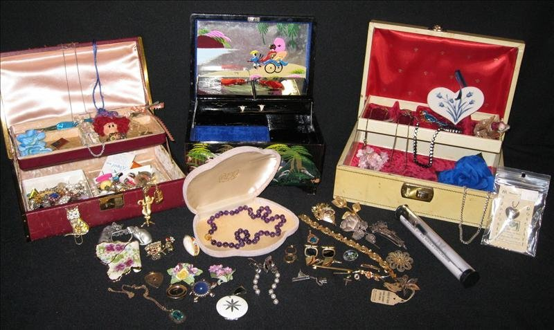 224: Jewelry Pieces & Parts Lot