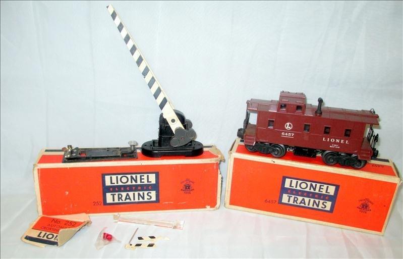Lionel Trains 6457 Caboose & 252 Crossing Guard