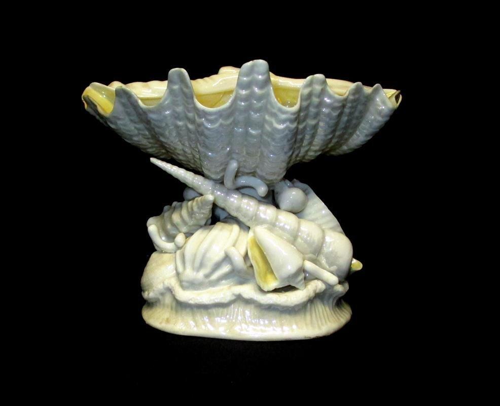 Belleek Shell Pedestal