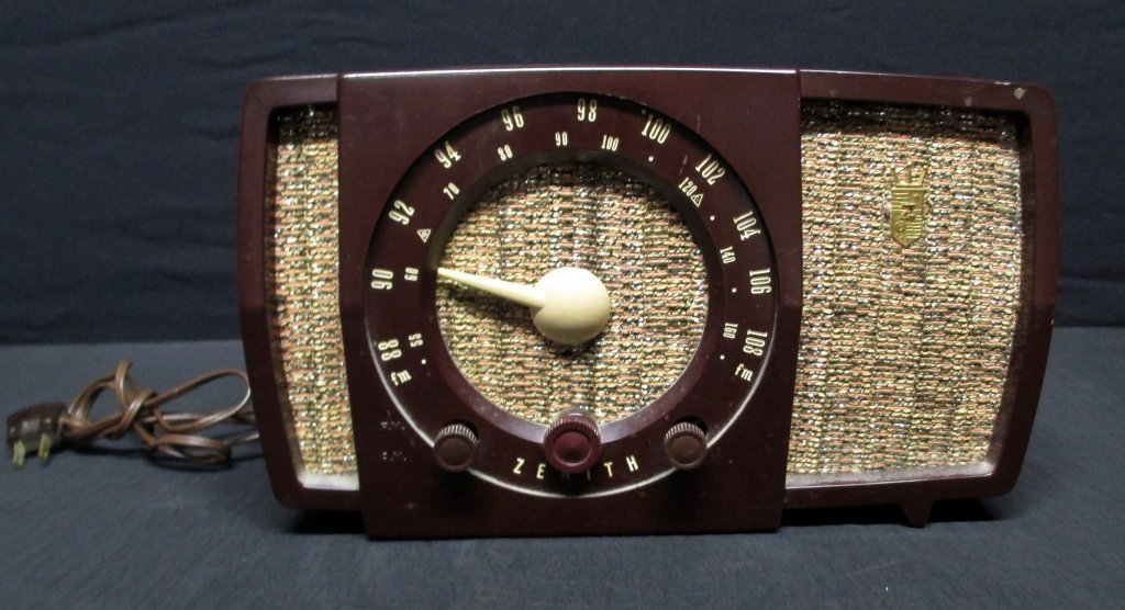 Vintage Bakelite Zenith Radio