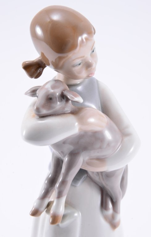 Lladro Girl w/Lamb 1010 - 4