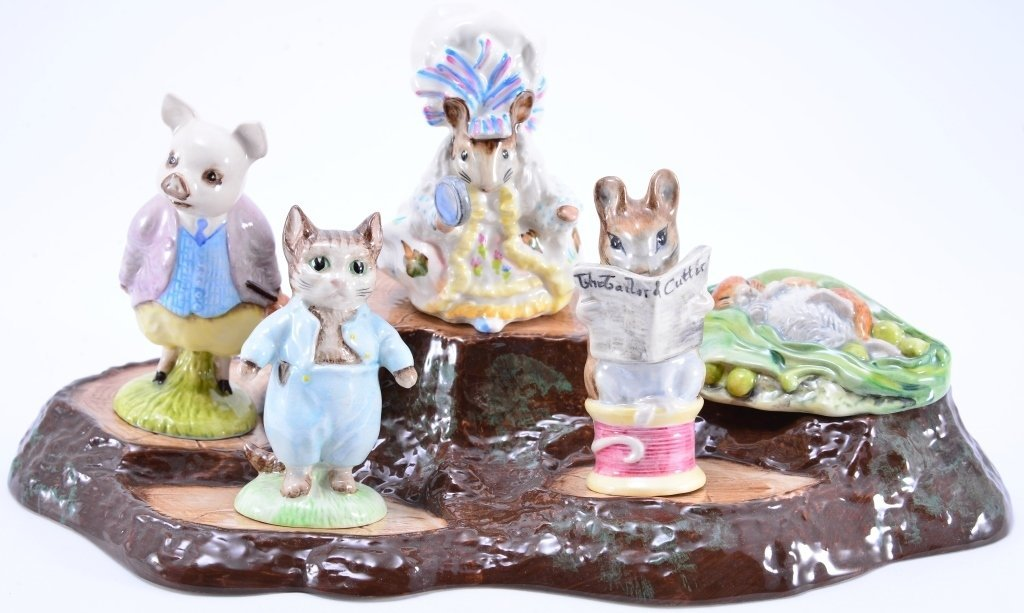 Beatrix Potter Stand & 5 Animals