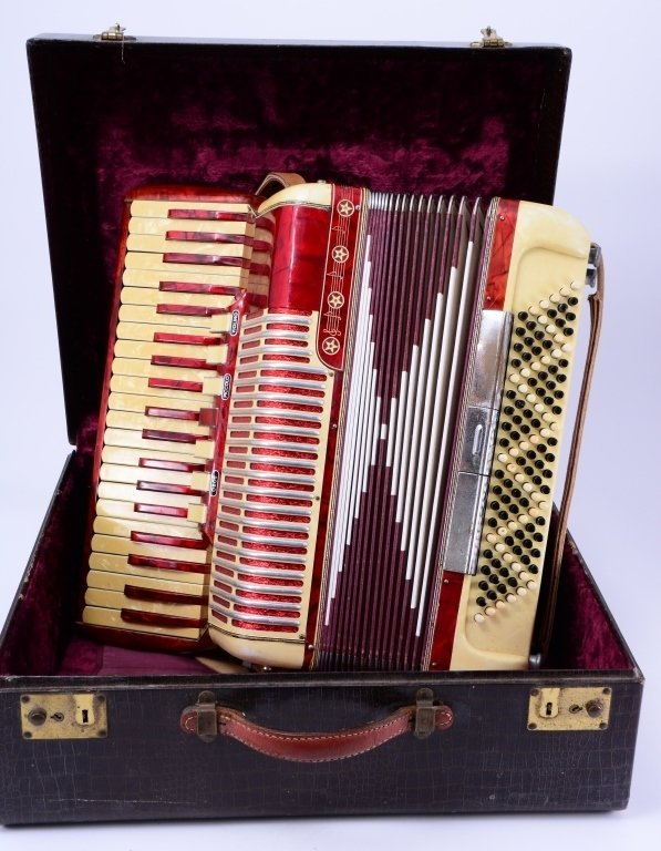 Vintage Accordion in Fitted Suitcase - 3