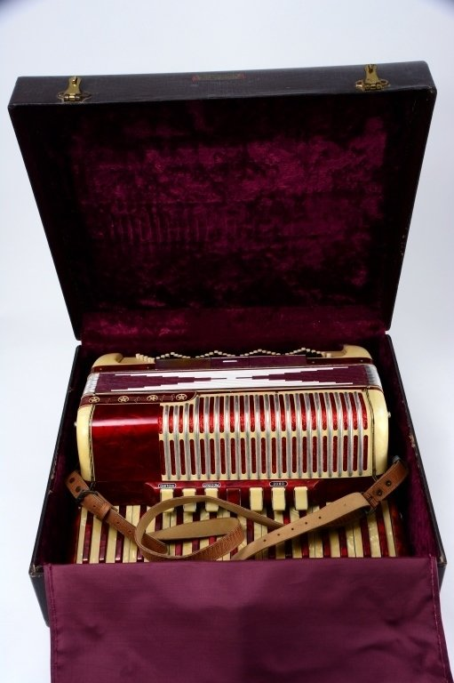 Vintage Accordion in Fitted Suitcase - 7
