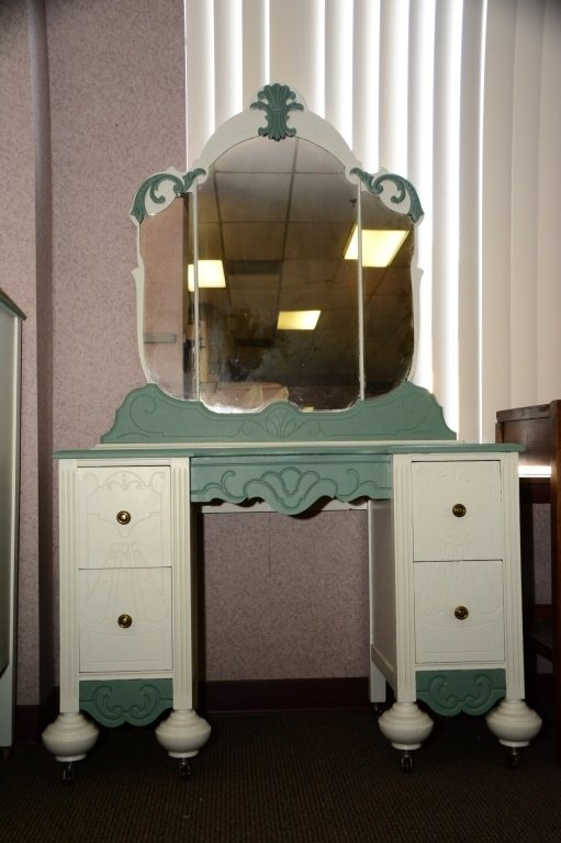 1930s Painted Vanity and Mirror - 3