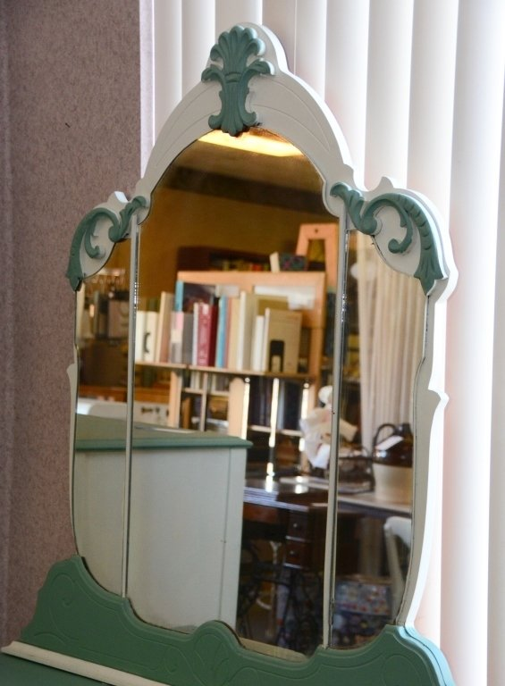 1930s Painted Vanity and Mirror - 5