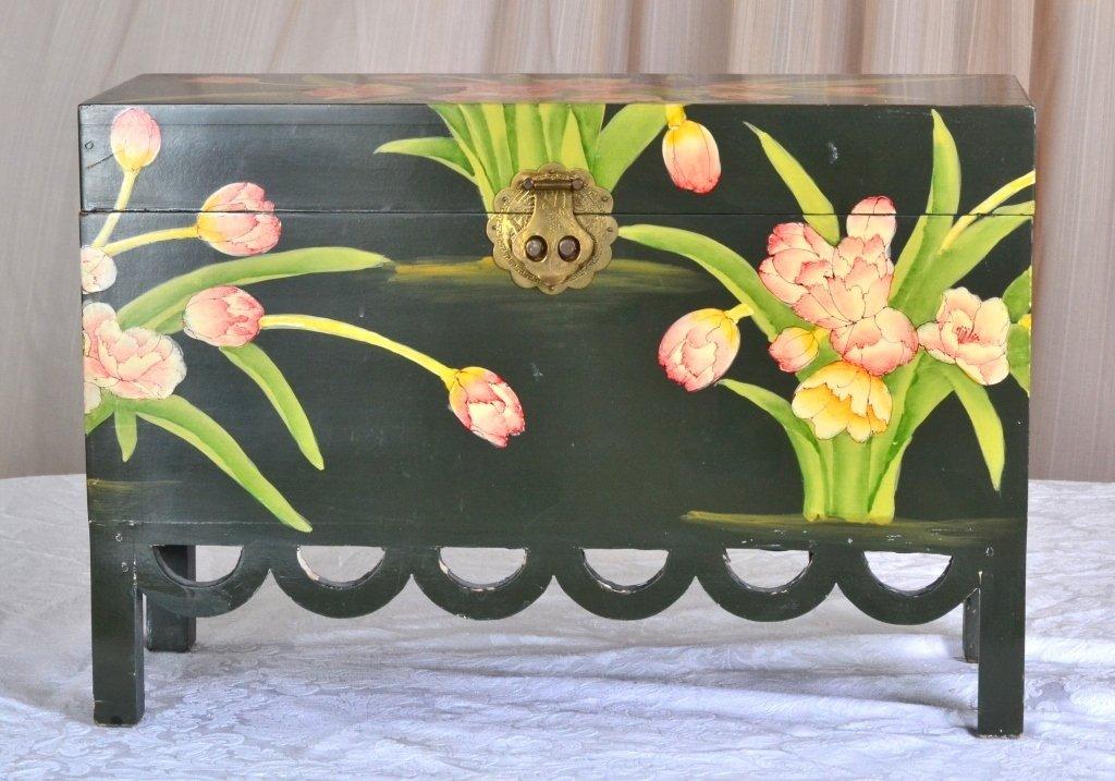 Painted Box w/Scalloped Trim