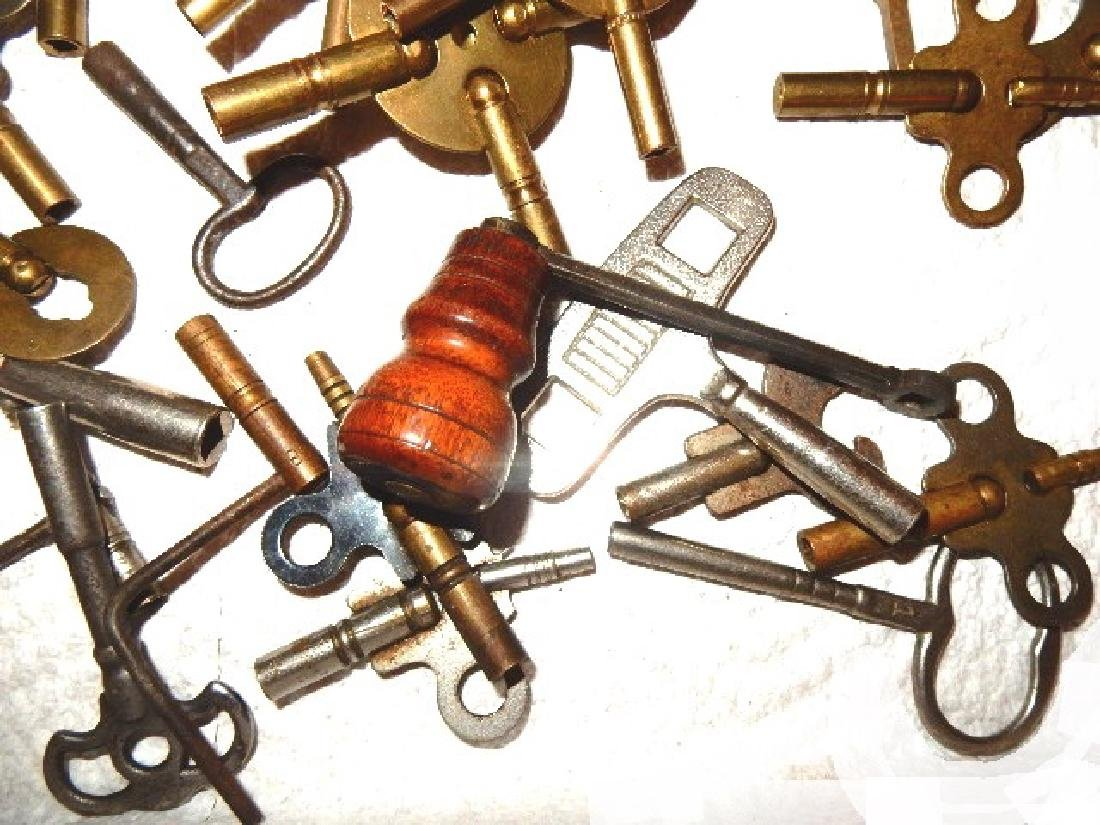 50+ Assorted Clock Keys - 5