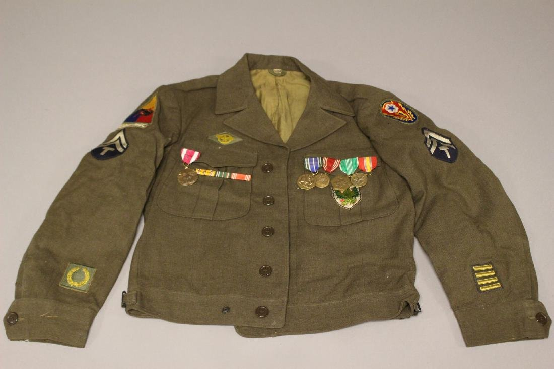 US WWII Uniform Ike Jacket Medals Patches