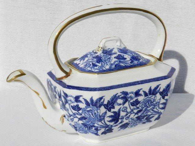 10: Wedgewood Blue Ink Flower Decorated Tea Pot