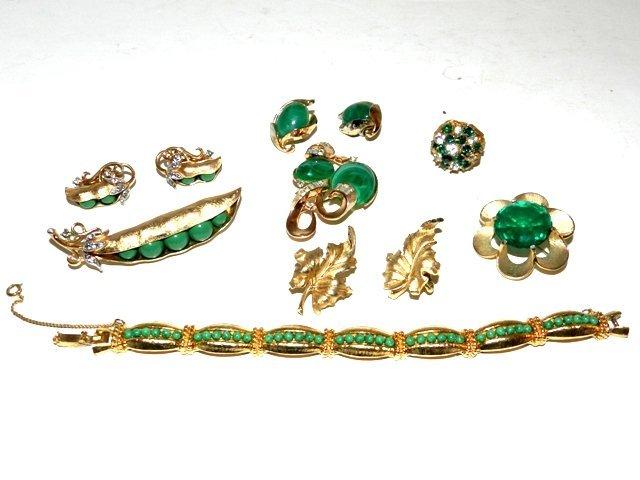 11: 8pcs Vintage Trifari Costume Jewelry Lot