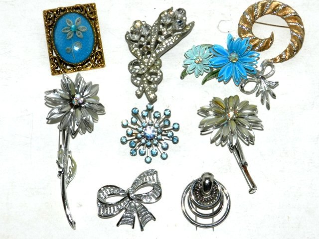 86: 9 Costume Jewelry Brooches