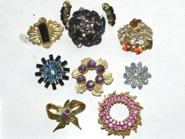 90: 8 Costume Jewelry Brooch Lot