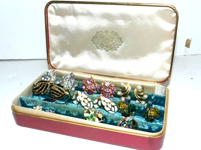 94: Vintage Weiss Vogue Jewelry Lot