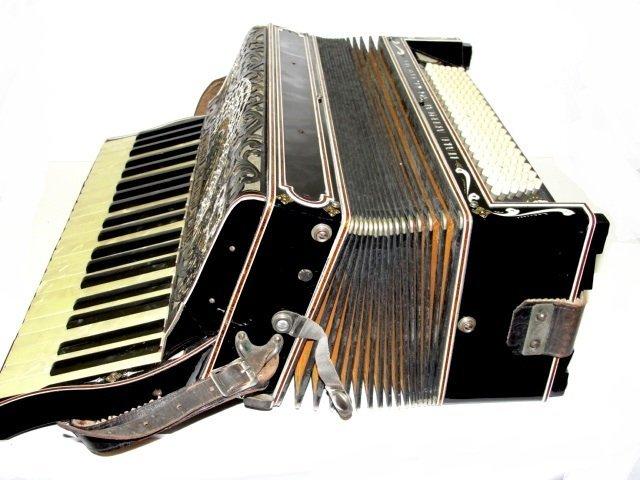 121: Italo-American Accordion Chicago Co. Gloria - 3