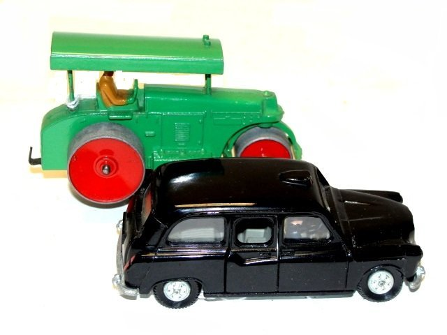 426: Dinky Road Roller Austin Taxi Toys