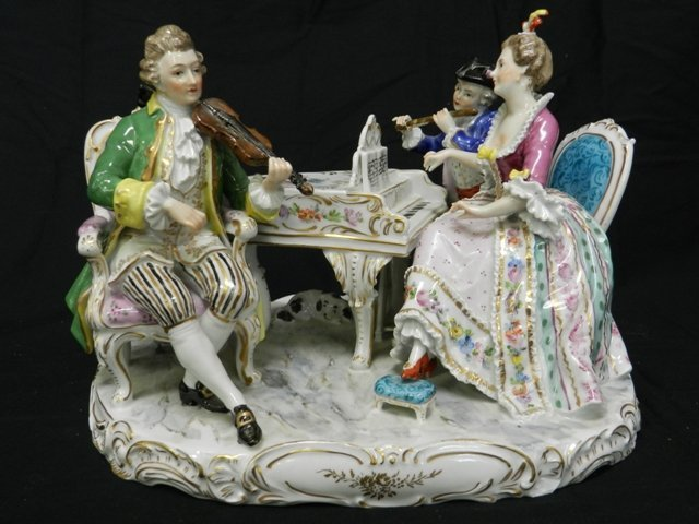 17: Dresden Musical Figurine