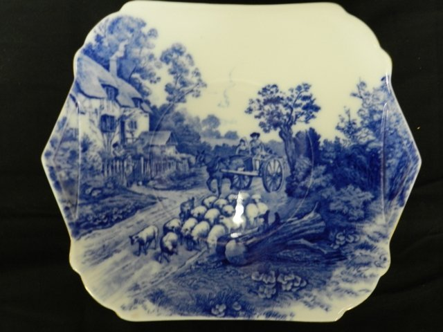 18: Shelly Accent Plate With Village Scene