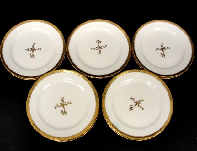 9: Twelve Couldon China England Dinner Plates