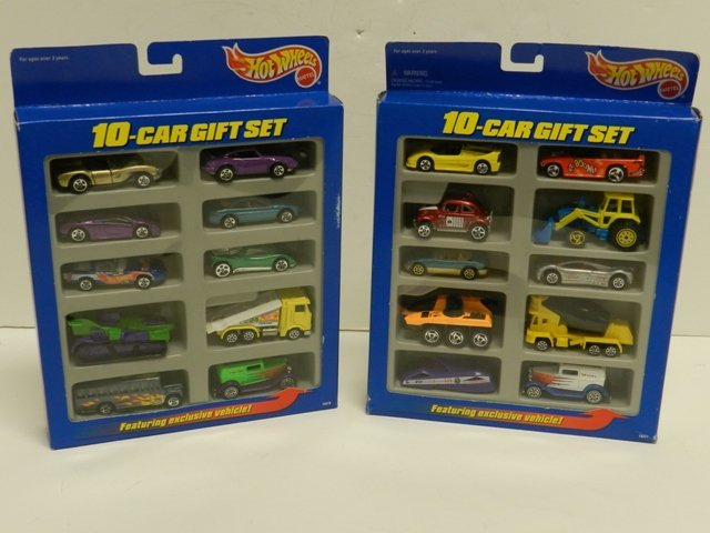 """2 Hot Wheels 1997 """"Toys R Us"""" Exclusive 10-car gift set"""