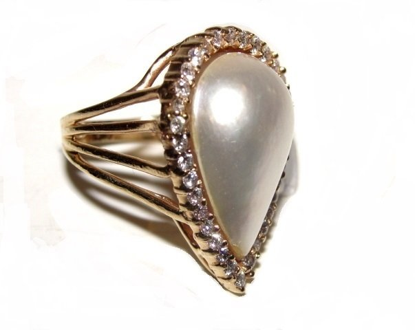 14K Diamond & Pear Shaped Pearl Lady's Ring