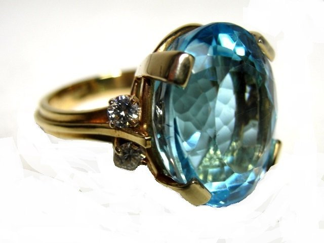 18K. Gold Blue Topaz/Diamond Lady's Ring