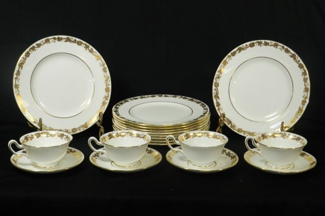 18pc. Grapevine Pattern Wedgwood Luncheon Set